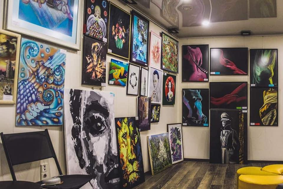 """На виставці """"Вірусне мистецтво"""" в Одесі онлайн-голосуванням обирають найкращі картини. Серед них - """"Діва"""" М. Бєскова"""