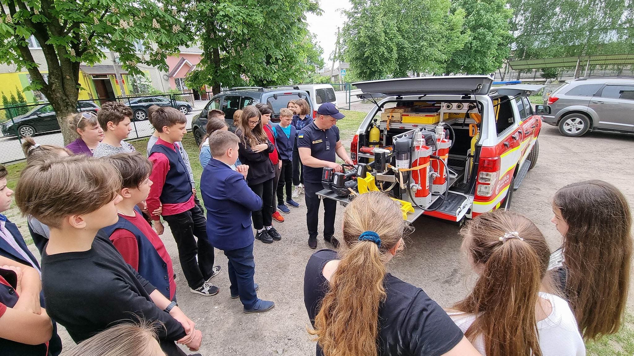 Бродівські рятувальники провели тиждень безпеки життєдіяльності для гімназистів